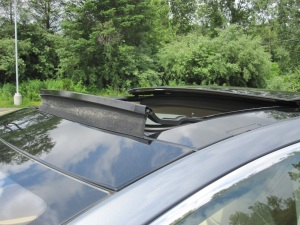 Sunroof sound baffle